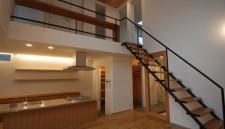 新築でオーダーキッチン:分厚いステンレス天板で!