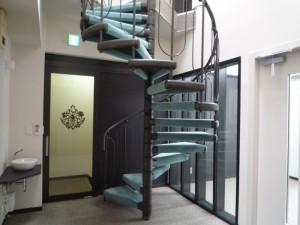 3F~4階に上がるらせん階段